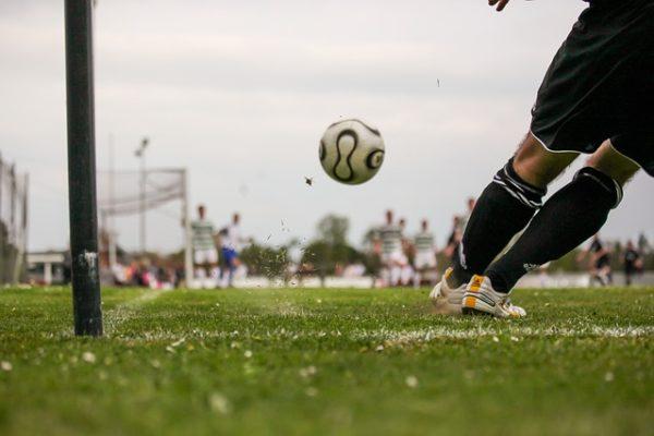 サッカー初心者がロングキックを蹴っても飛ばない5つの理由とは!?
